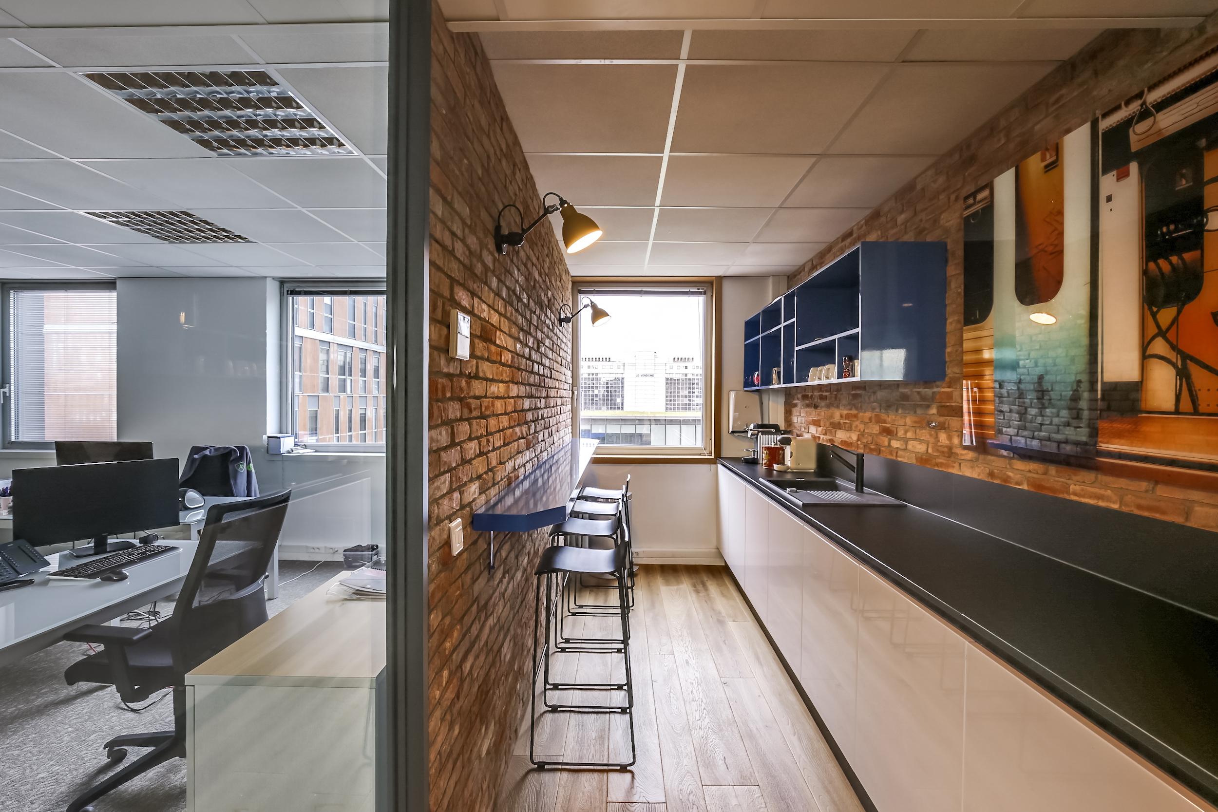 Renovation-decoration-bureaux-entreprise-94-large-2