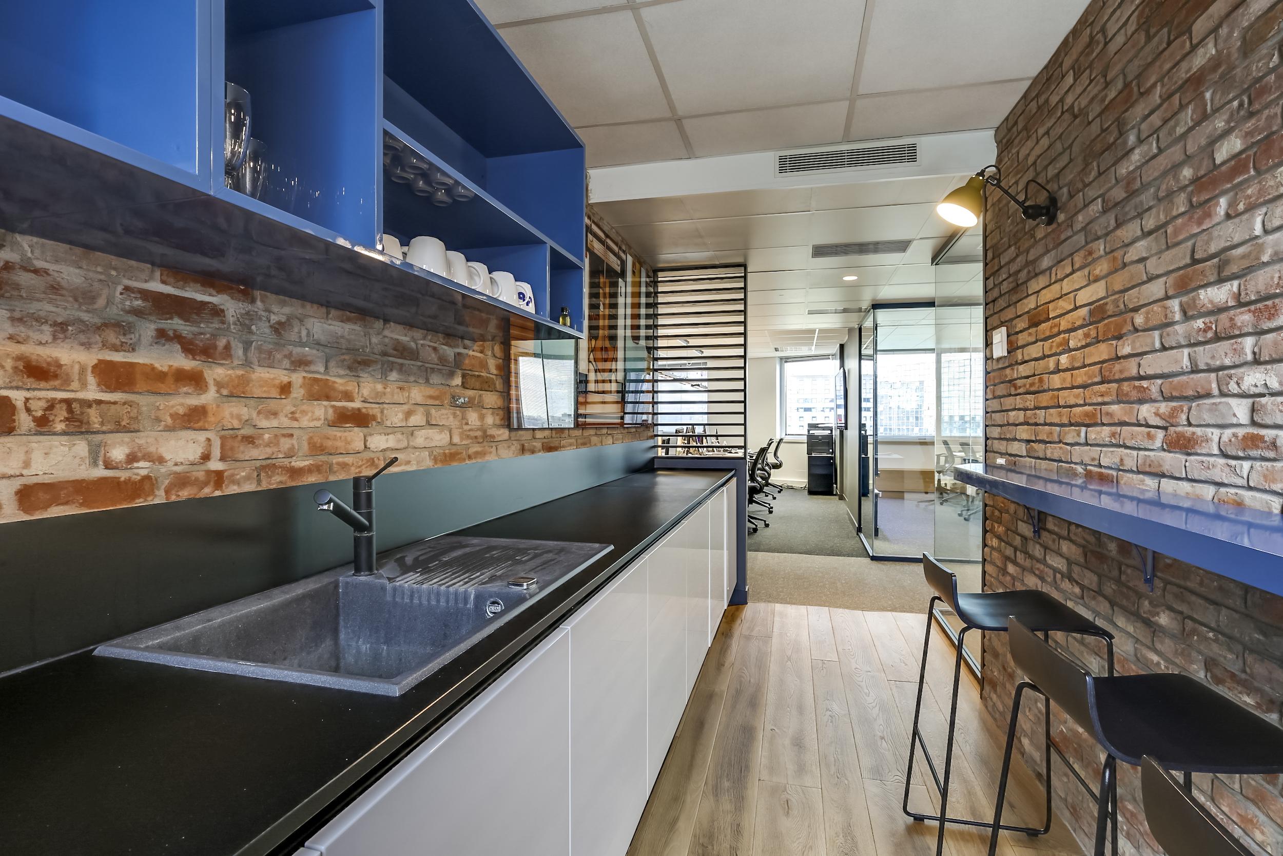 Renovation-decoration-bureaux-entreprise-94-small-2